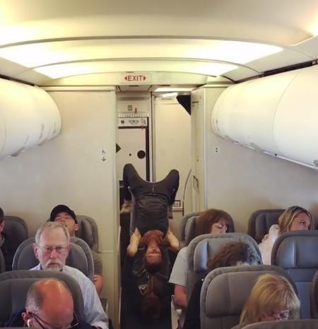 Phương pháp của hai vợ chồng được cho là giúp giảm stress và tận dụng thời gian giữa chuyến bay