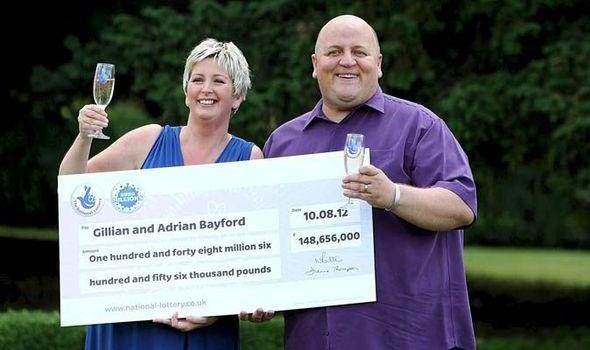 Vợ chồng Gillian và Adrian Bayford khi đi nhận giải độc đắc và chưa ly dị. (Nguồn: Daily Express)
