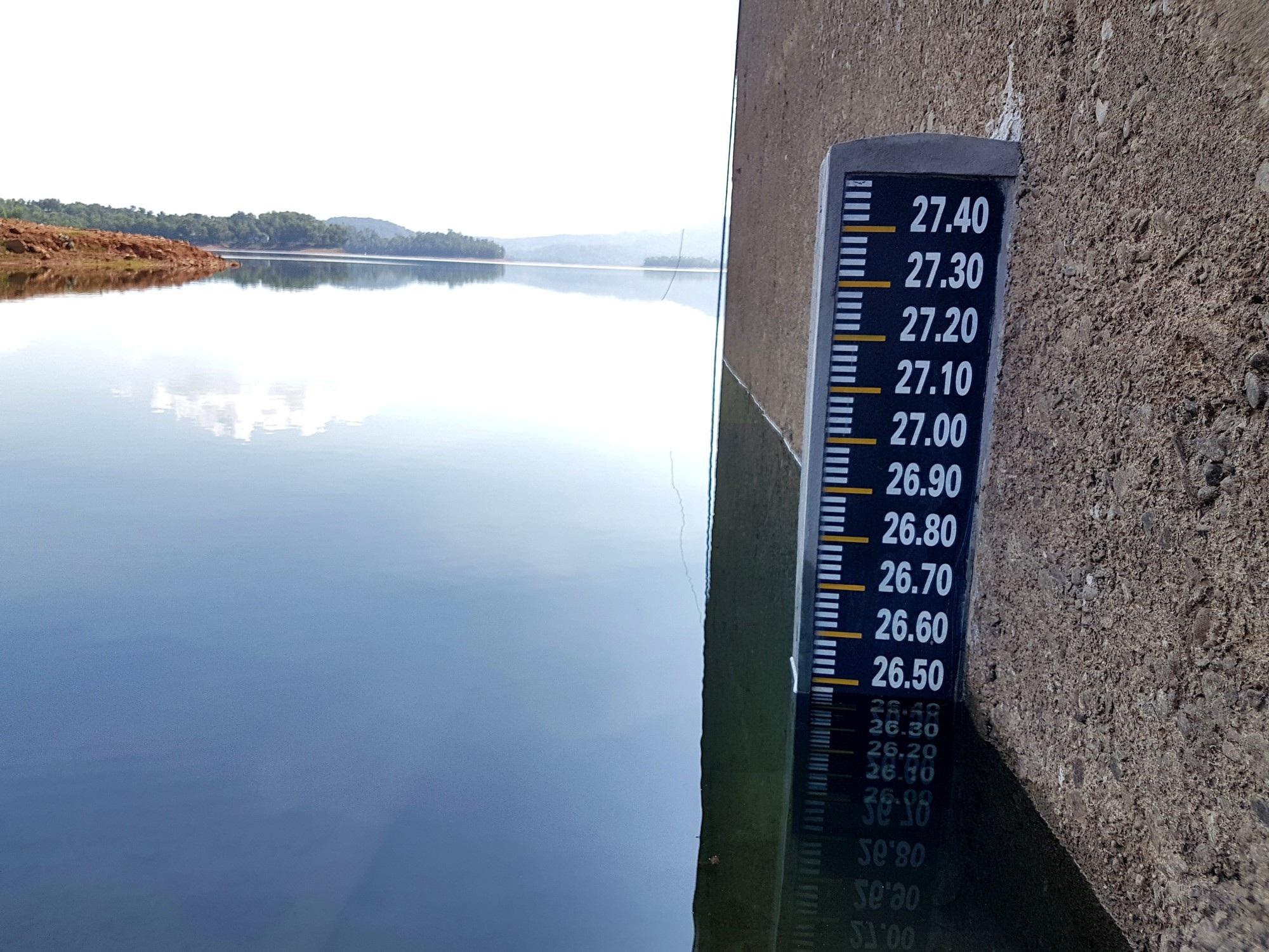 Hồ thủy lợi Phú Ninh khô cạn giữa mùa mưa - Ảnh 5.