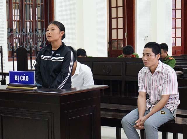 Cụt Thị Phiên và chồng tại phiên tòa. Tại thời điểm bị phát giác, Phiên đang mang thai đứa con thứ 4. Khi vụ án đưa ra xét xử, Phiên phải mang theo đứa con 6 tháng tuổi đi hầu tòa.