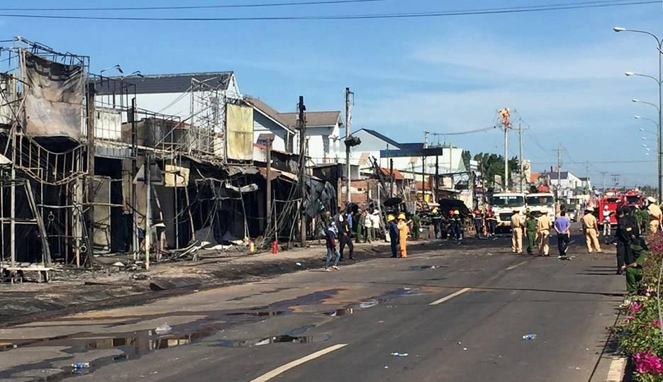 Công an Bình Phước thông tin chính thức vụ cháy 19 căn nhà, 6 người chết - Ảnh 5.