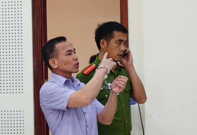 Mặc dù bị tuyên án tử hình nhưng bị cáo Ngạn vẫn trấn an người nhà không chết đâu mà lo.