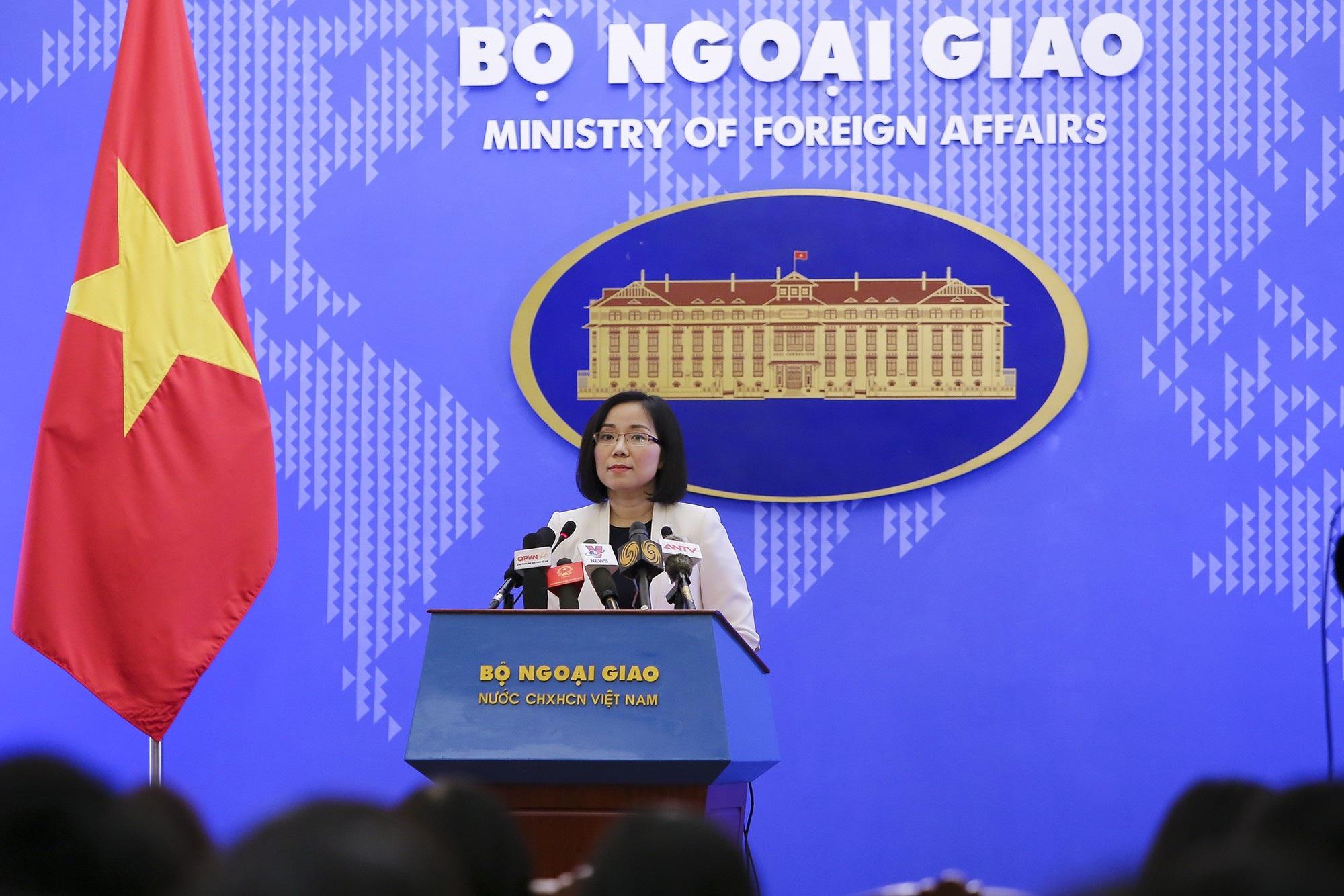 """Việt Nam nói về việc Trung Quốc """"bắt tay"""" Philippines khai thác dầu khí trên Biển Đông - Ảnh 1."""