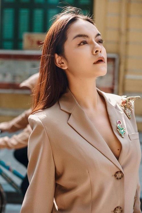 """Sau khi nhà sản xuất Quang Huy xác nhận đã đệ đơn ly hôn Phạm Quỳnh Anh, những hình ảnh về nữ ca sĩ và những khoảnh khắc đẹp của cặp vợ chồng nghệ sĩ từng được nhiều người ngưỡng mộ được """"đào mộ"""" trở lại."""