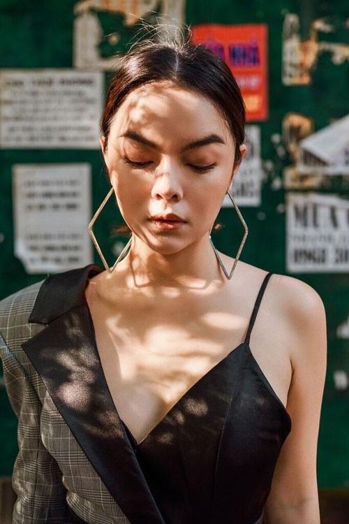Sau thông tin ly hôn chồng, Phạm Quỳnh Anh xuất hiện đẹp quyến rũ - 9