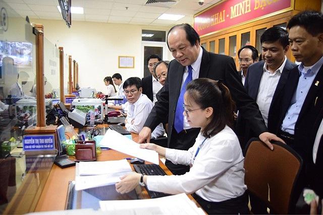 """Chủ tịch Hà Nội đang """"hẹn hò"""" đưa dây chuyền sản xuất iPhone về Việt Nam - Ảnh 1."""