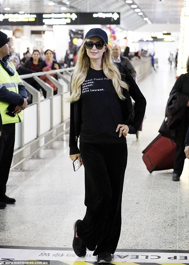 Paris Hilton tới Úc để ra mắt sản phẩm nước hoa mới mang thương hiệu của cô