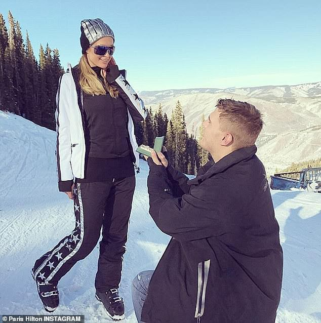 Paris Hilton sau nhiều mối tình giờ vẫn ca bài một mình.
