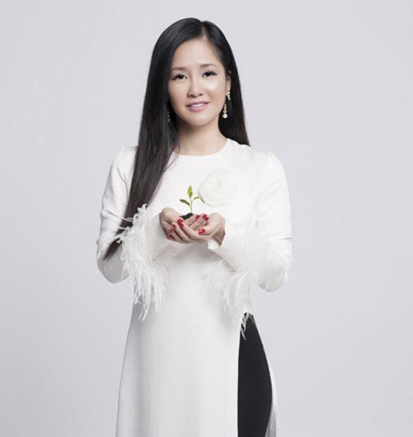 Hồng Nhung chia sẻ, lý do nhập viện của cô là do chủ quan với sức khoẻ, cứ nghĩ mình 17 bẻ gãy sừng trâu.