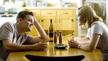 """Màn tái hợp của bộ đôi diễn viên Kate Winslet và Leonardo DiCaprio trong """"Revolutionary road"""" hóa ra lại đầy rẫy bi kịch và tuyệt vọng, không hề thua kém so với tác phẩm kinh điển """"Titanic"""". Ban đầu, """"Revolutionary road"""" đã vẽ ra viễn cảnh ngập tràn hy vọng làm lại từ đầu cho hai vợ chồng nhân vật chính nhưng rồi những do dự, thay đổi đã phá hỏng tất cả. Để đến cuối cùng, nữ chính đi đến quyết định tiêu cực là tự phá thai, dẫn tới việc xuất huyết rồi qua đời thực sự khiến cho nhiều khán giả cảm thấy ám ảnh."""