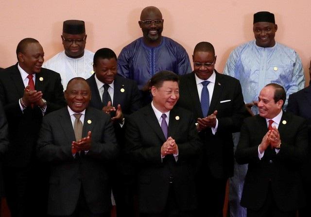 Chủ tịch Tập Cận Bình (giữa) chụp ảnh cùng các nhà lãnh đạo châu Phi tại Diễn đàn hợp tác Trung Quốc - châu Phi ở Bắc Kinh ngày 3/9 (Ảnh: Reuters)