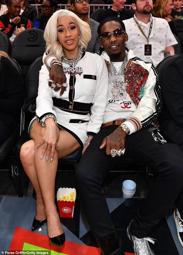 Cardi B và chồng Offset nổi bật trên hàng ghế VIP trong 1 trận đấu bóng rổ diễn ra ở Atlanta, Mỹ ngày 23/11 vừa qua