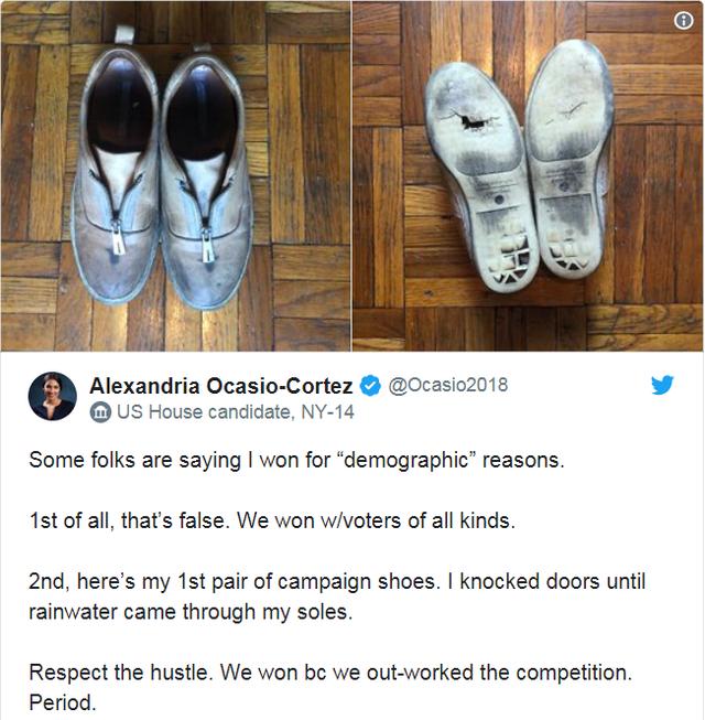 Đôi giày gây chú ý của cô Cortez (Ảnh: Twitter)