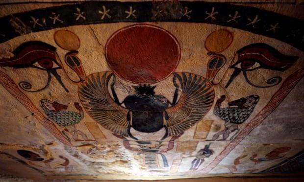 Hình vẽ sắc nét còn nguyên vẹn bên trong ngôi mộ cổ