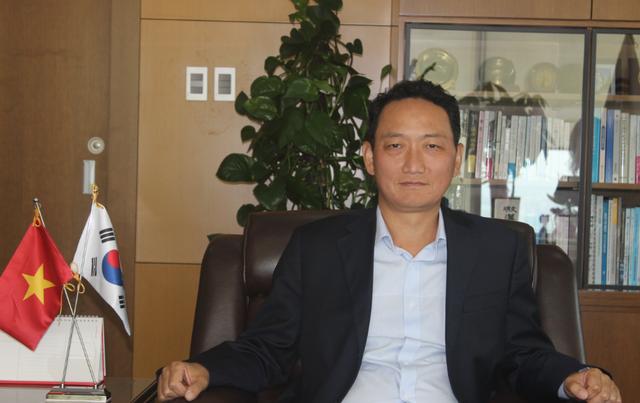 Đại sứ Hàn Quốc tại Việt Nam Kim Do-hyun (Ảnh: Thành Đạt)