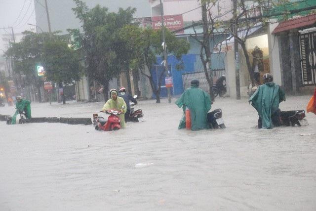 Áp thấp suy yếu từ bão số 9 tiếp tục gây mưa lớn ở nhiều tỉnh phía Nam. (Ảnh: Đình Thảo).