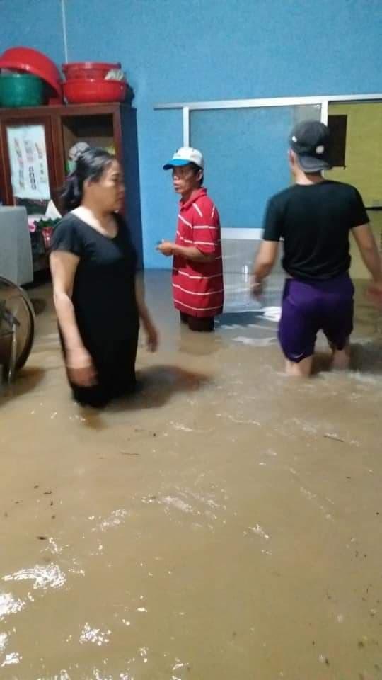 Nhiều địa phương ngập nước mênh mông
