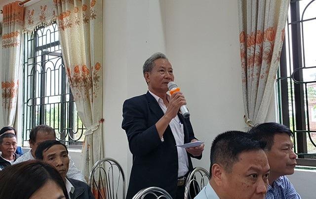 Cử tri Trần Đức Phương - xã Minh Trí phản ánh tình trạng vi phạmtrật tự xây dựng tại huyện Sóc Sơn (ảnh: Quang Phong)
