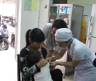 Trẻ tiêm phòng tại Trung tâm kiểm soát bệnh tật Đà Nẵng
