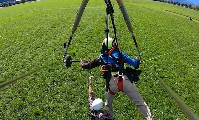 Viên phi công cố hạ thấp độ cao để thả vị khách xuống đất
