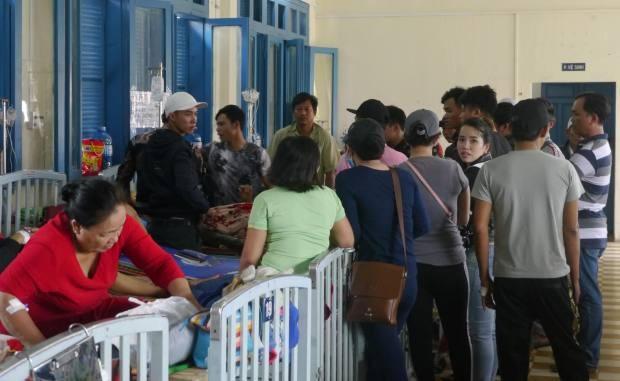 Anh Đ. được người nhà đưa đến Bệnh viện đa khoa tỉnh Bình Định.