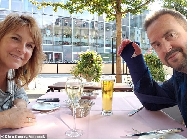 Gursky vẫn tiếp tục chuyến du lịch ở Thụy Sỹ cùng vợ với một bên tay phải băng bó sau sự cố dù lượn đáng nhớ