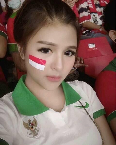 Cổ động viên Việt Nam nằm trong top đẹp nhất AFF Cup 2018 - 19