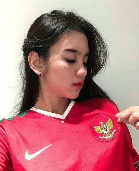 Cổ động viên Việt Nam nằm trong top đẹp nhất AFF Cup 2018 - 18