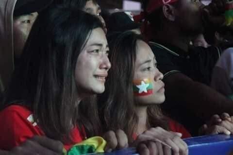 Cổ động viên Việt Nam nằm trong top đẹp nhất AFF Cup 2018 - 9