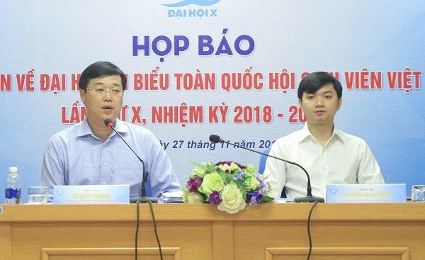 Anh Lê Quốc Phong - Chủ tịch Trung ương Hội Sinh viên Việt Nam và anh Nguyễn Minh Triết - Trưởng Ban Thanh niên trường học TƯ Đoàn phổ biến lịch trình hoạt động đại hội với các cơ quan thông tấn báo chí