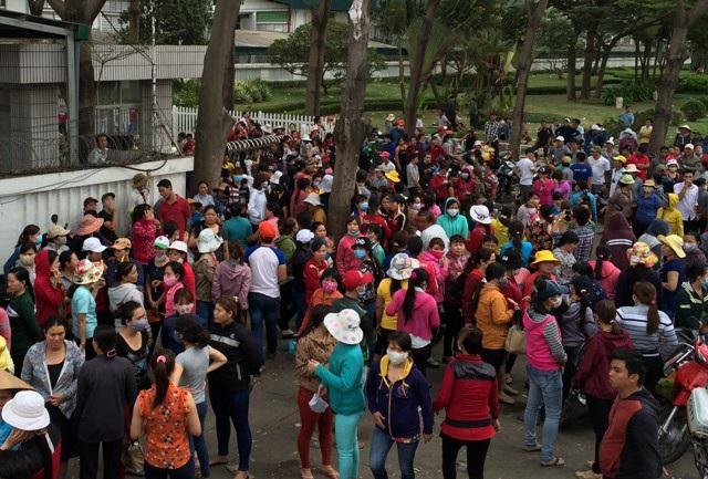 Đời sống công nhân xa quê còn nhiều khó khăn nên năm nào Liên đoàn lao động tỉnh Đồng Nai cũng hỗ trợ tàu xe cho công nhân về quê ăn tết