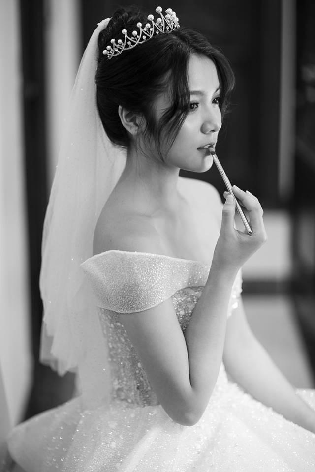 Lần đầu tiên Thu Giang xuất hiện trên các phương tiện truyền thông là vào tháng 9/2017. Khi ấy, Giang mặc chiếc áo dài trắng thướt tha, khoe nụ cười rạng rỡ gây thương nhớ cho biết bao chàng trai.