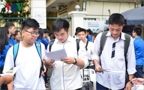 Thầy cô giáo và học sinh mong sớm chốt phương án thi THPT Quốc gia 2019 (ảnh minh họa)