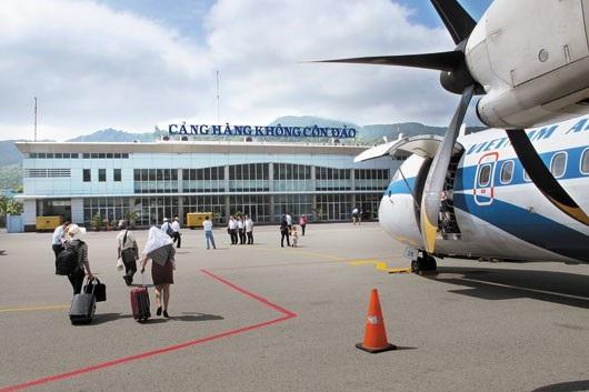 Hiện nay việc mua vé máy bay từ đất liền ra Côn Đảo rất khó khăn.