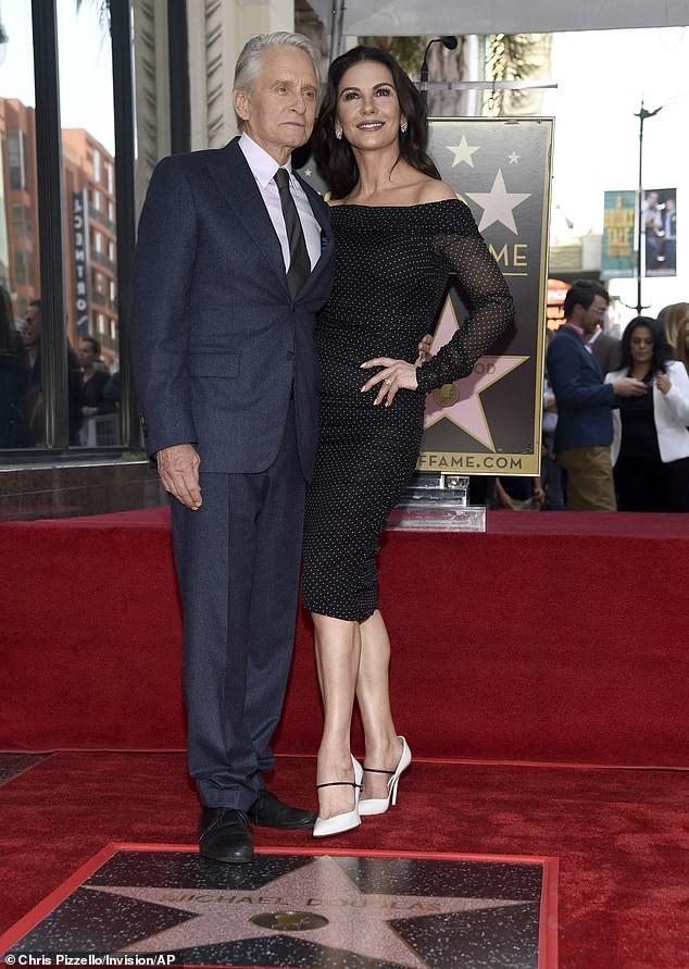 Catherine Zeta-Jones tiết lộ hôn nhân rất cởi mở - 1