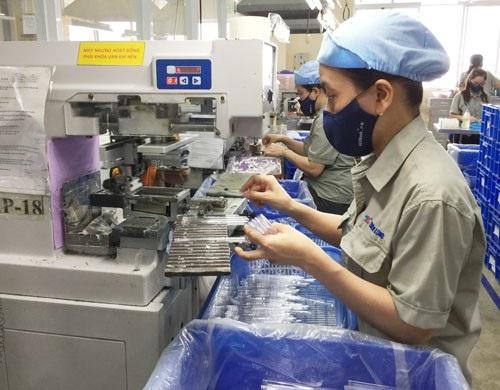 Công nhân làm việc tại Công ty CP Tập đoàn Thiên Long - KCN Tân Tạo, TP HCM