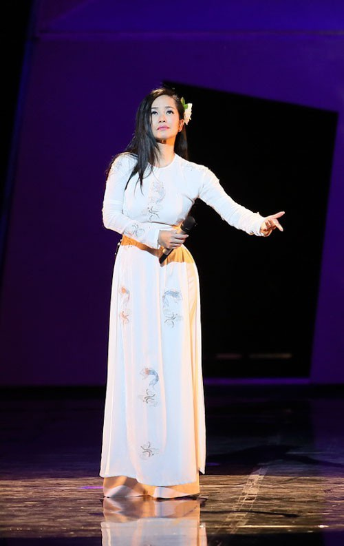 Vừa ra viện, Diva Hồng Nhung vẫn hát hết mình trên sân khấu - 1
