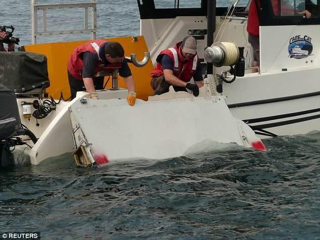 Một mảnh vỡ nghi của MH370 được tìm thấy hồi năm 2015 (Ảnh: Reuters)