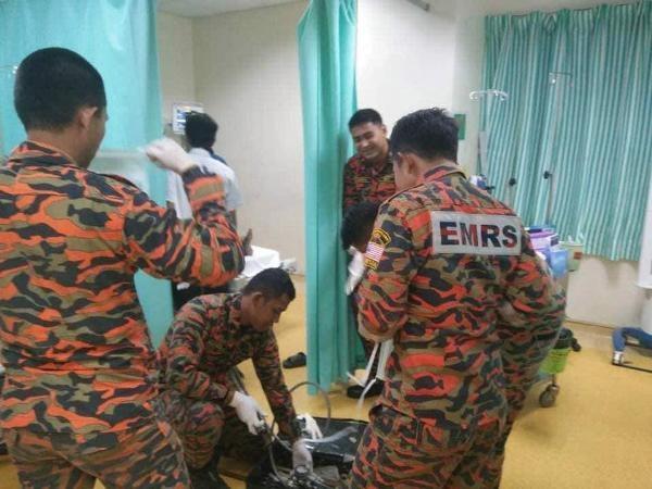 Cả một đội cứu hộ đã được phái đến để giải cứu cụ ông