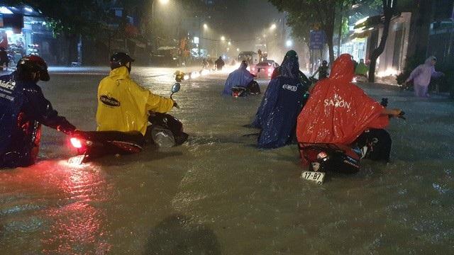Sài Gòn ngập nghiêm trọng trong đợt bão số 9 vừa qua. (Ảnh: Đình Thảo)