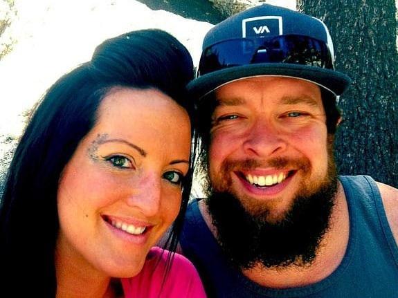 Anh Dennis Dickey và vợ (Ảnh: Facebook)