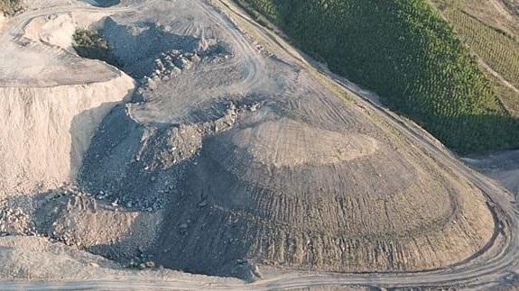 Theo đánh giá của giới làm than, số lượng than bốc hơi tại đây có thể lên tới hàng trăm nghìn tấn