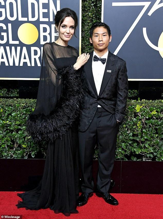 Angelina Jolie (43 tuổi) bên con trai thứ hai Pax Thien (14 tuổi) trong một bức ảnh chụp hồi tháng 1 năm nay.