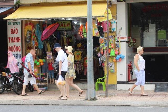 Khách Nga trên đường phố Nha Trang, Khánh Hòa