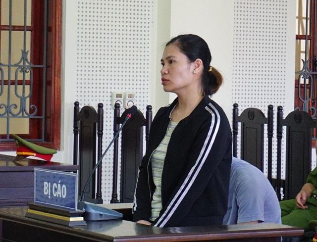 Nhờ người quen đi đòi nợ nhưng khi nhóm người này đe dọa, đánh con nợ, Bùi Thị Giang không can ngăn. Bị cáo Giang bị tuyên phạt 3 năm tù về tội Cướp tài sản.