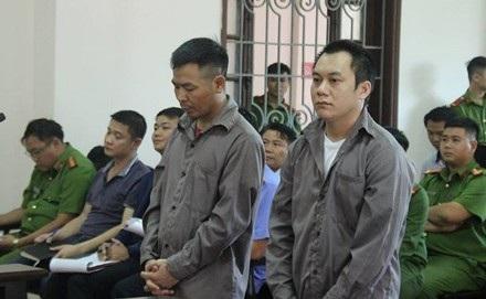 2 bị cáo là 2 tài xế có mặt tại phiên toà phúc thẩm.