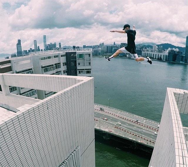 Parkour là thuật ngữ dùng để chỉ những cú nhảy giữa các tòa nhà, được những thanh niên mê mạo hiểm thực hiện