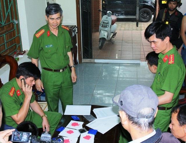 Cơ quan Công an khám xét, thu giữ tang vật vụ án vận chuyển trái phép chất ma túy từ Sơn La về Hà Nam (ảnh: Công an Hà Nam)
