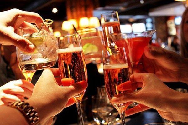 Sử dụng rượu, bia kích hoạt vảy nến bùng phát