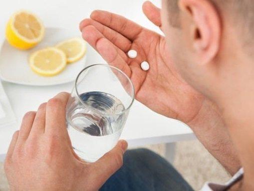 Lạm dụng thuốc giảm đau khiến bệnh gút càng trầm trọng hơn